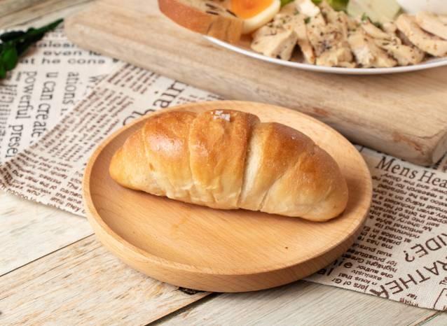 台中文青旅店手作早餐-旅巷純手工奶香酥脆鹽可頌麵包